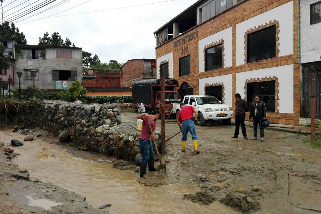Lluvias generaron desbordamiento de quebrada en Floridablanca