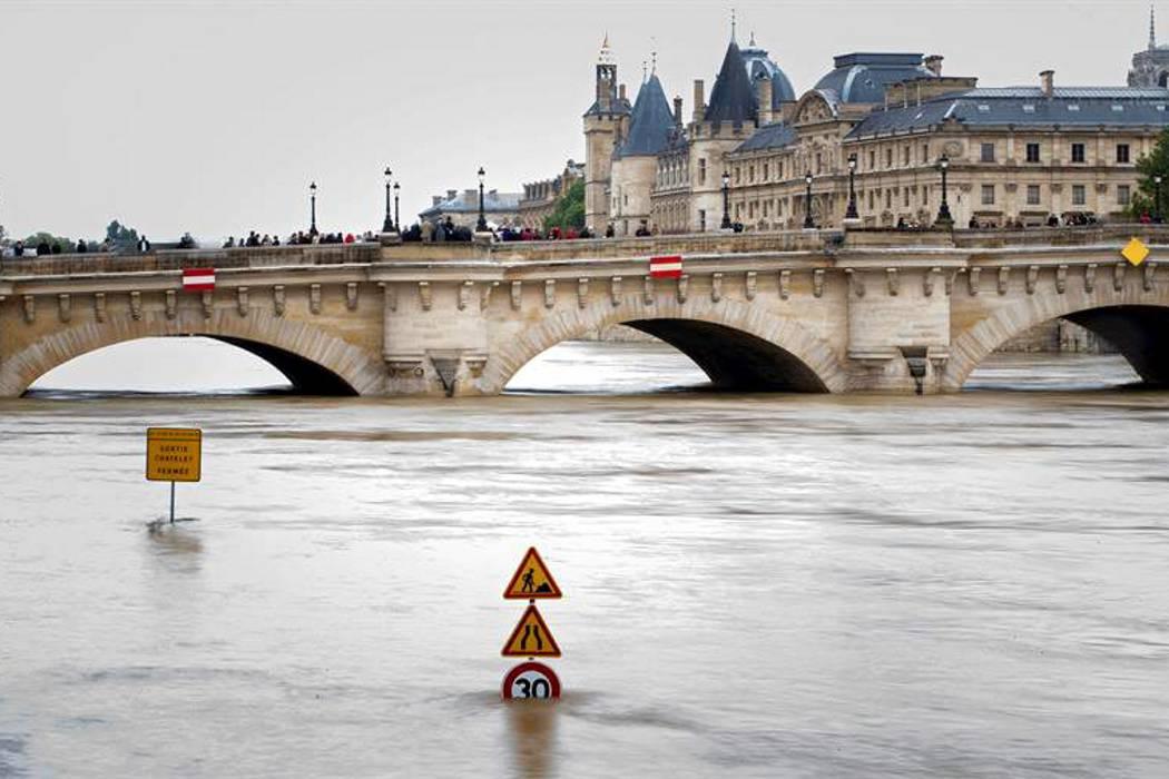 París respira de alivio con el comienzo de la decrecida del Sena