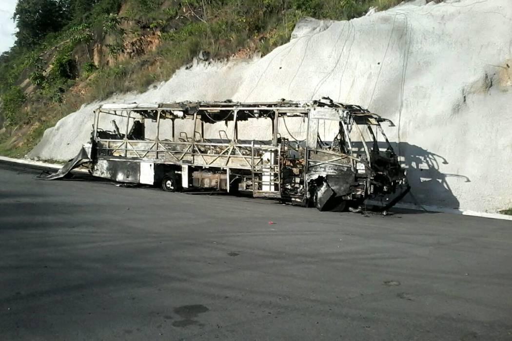 Cortocircuito habría generado incendio en un bus de Copetrán