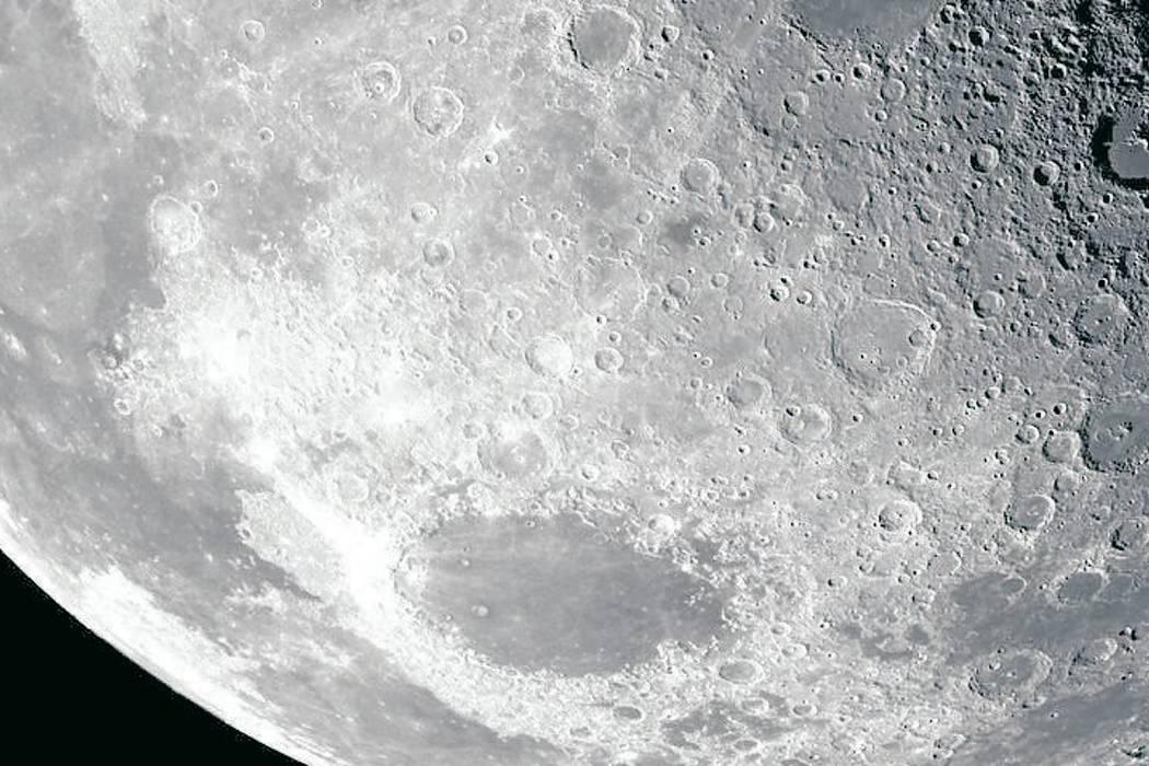 Asteroides podrían haber depositado agua en la luna