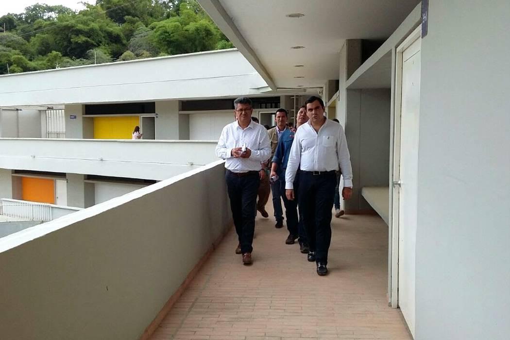 Municipio busca salida jurídica al megacolegio