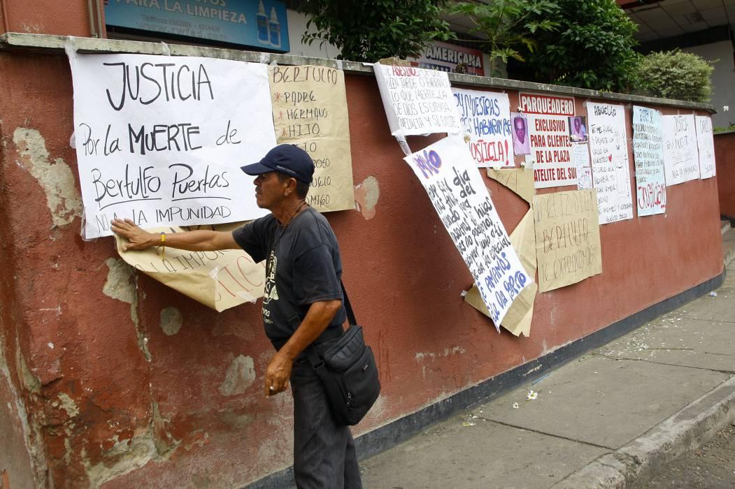 Familiares de víctima en  Plaza Satélite reclaman justicia para el agresor