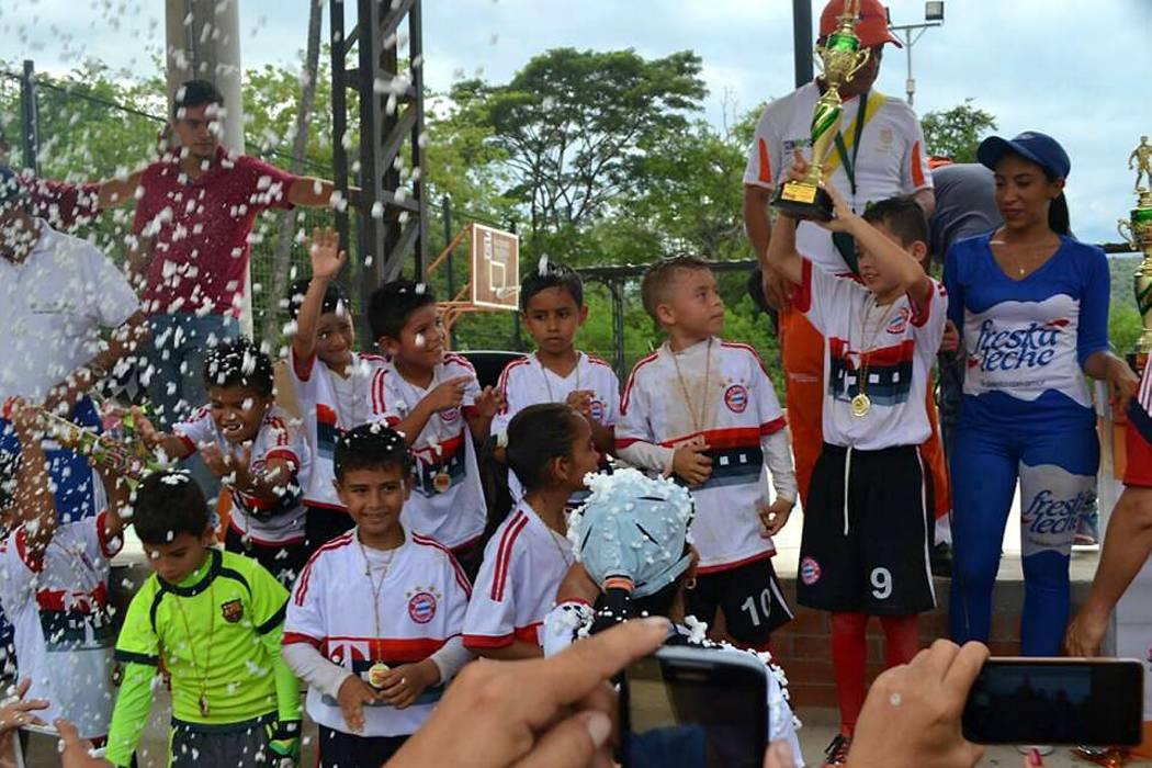 La niñez fue protagonista en el Primer Festival de Salud y Fútbol de Girón