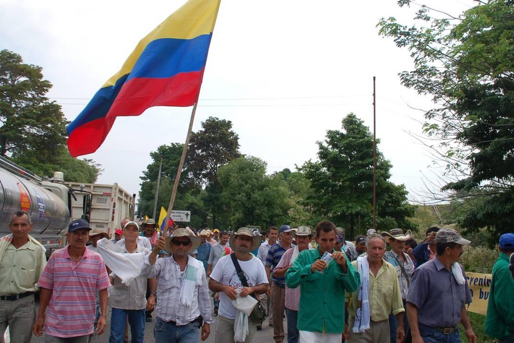 Al paro de camioneros se unirían campesinos de Santander
