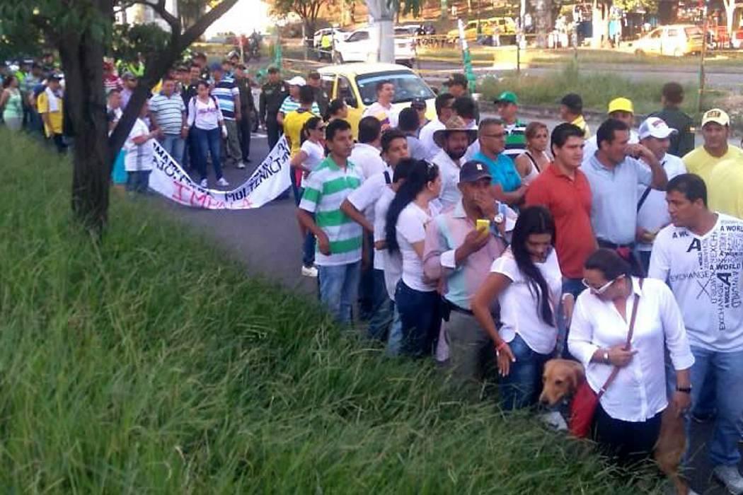 Camioneros marchan en Bucaramanga por afectaciones del paro