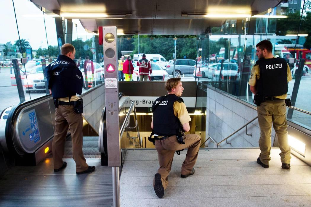 Policía busca en Múnich a 3 personas armadas tras tiroteo con seis muertos