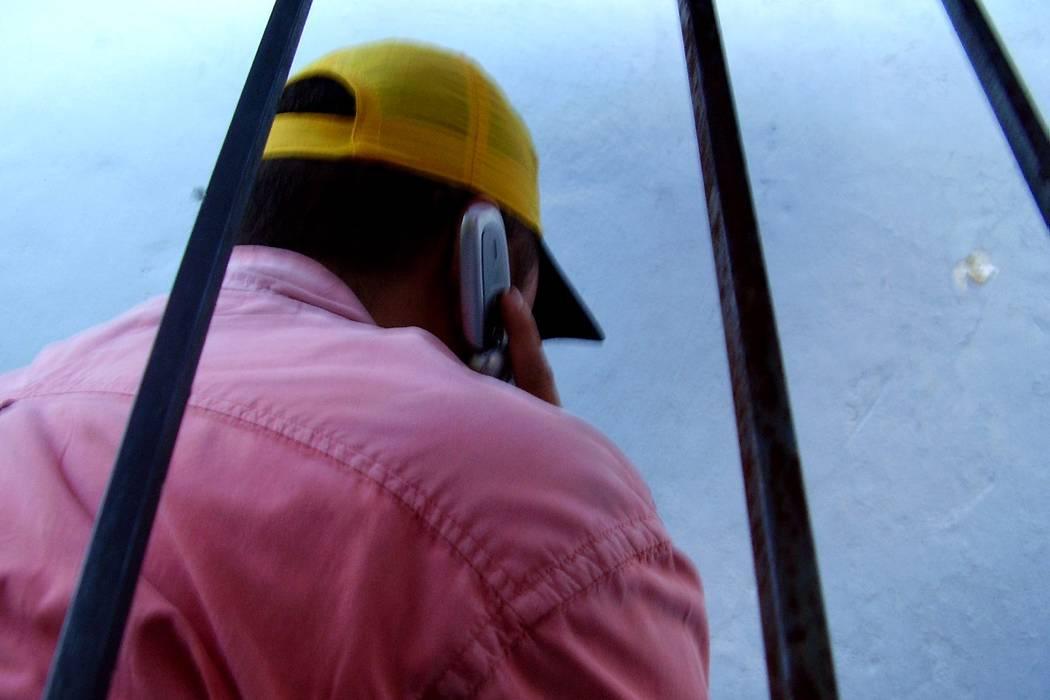 60 capturas tras operativos contra extorsión desde cárceles de Bucaramanga y Meta