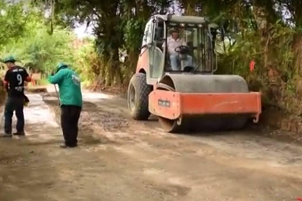 Los trabajos de pavimentación avanzan en barrio La Floresta