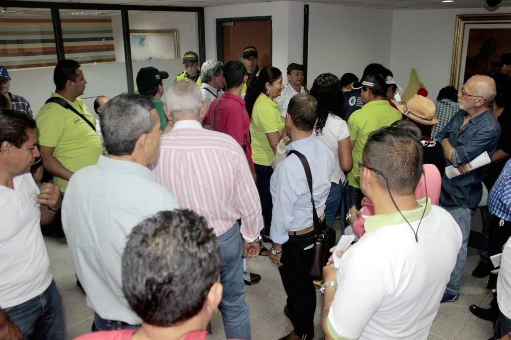 Sindicatos se tomaron la Gobernación de Santander y la Alcaldía de Bucaramanga para protestar
