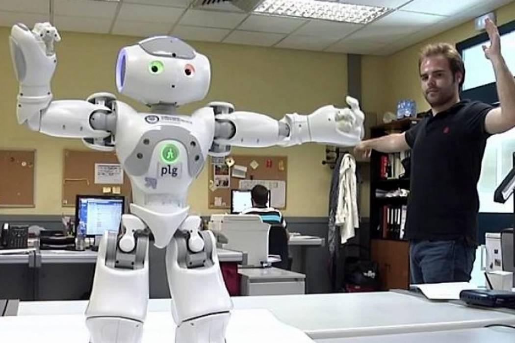 """Presentan en Argentina a """"Gardelito"""", un robot con inteligencia cognitiva"""