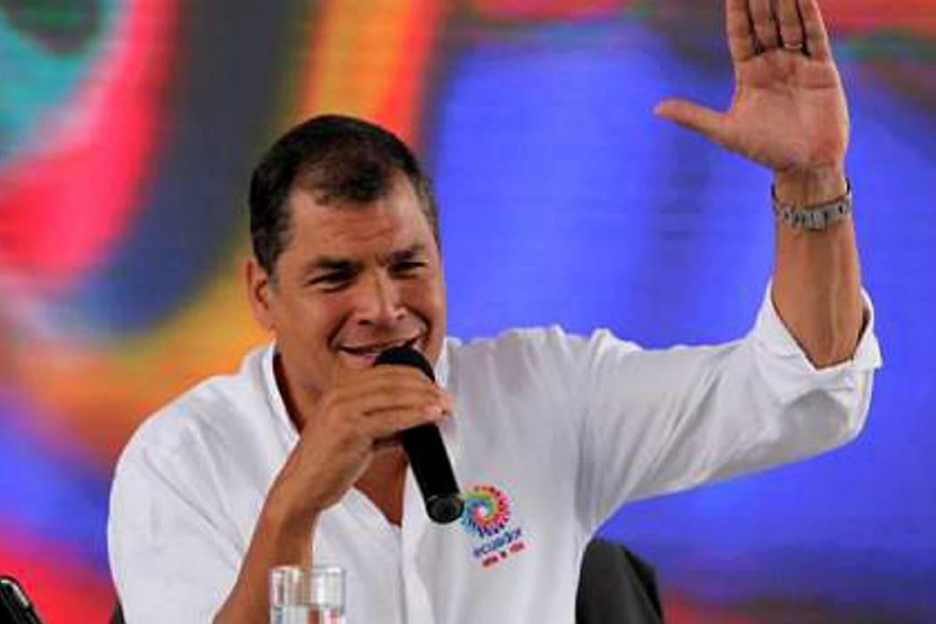 """Presidente de Ecuador reconoció que cometió """"suicidio monetario"""""""