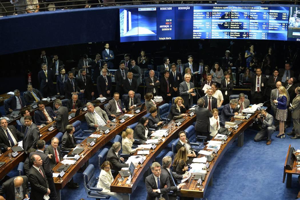 Senado decide juzgar a Rousseff y la deja al borde del abismo