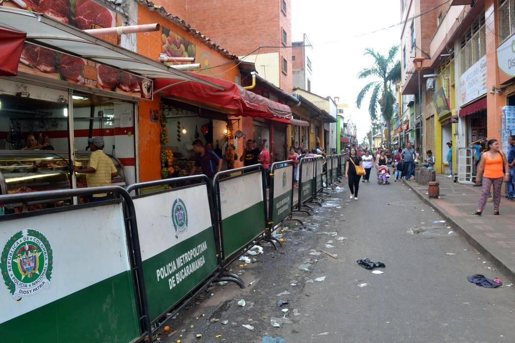 Desalojados vendedores ambulantes de la carrera 16 de Bucaramanga