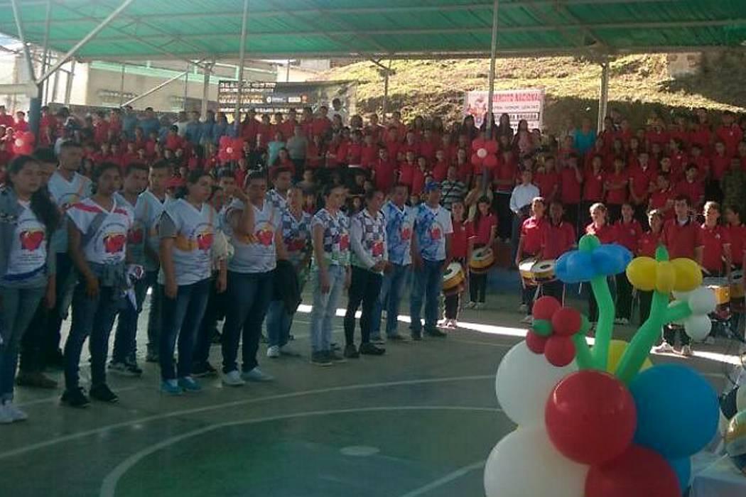 Desmovilizados del Eln participan en jornada de reconciliación en 'zona roja'