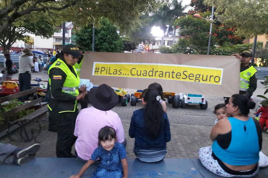 """Campaña de la Policía """"Pilas... cuadrante seguro"""" en Barbosa"""