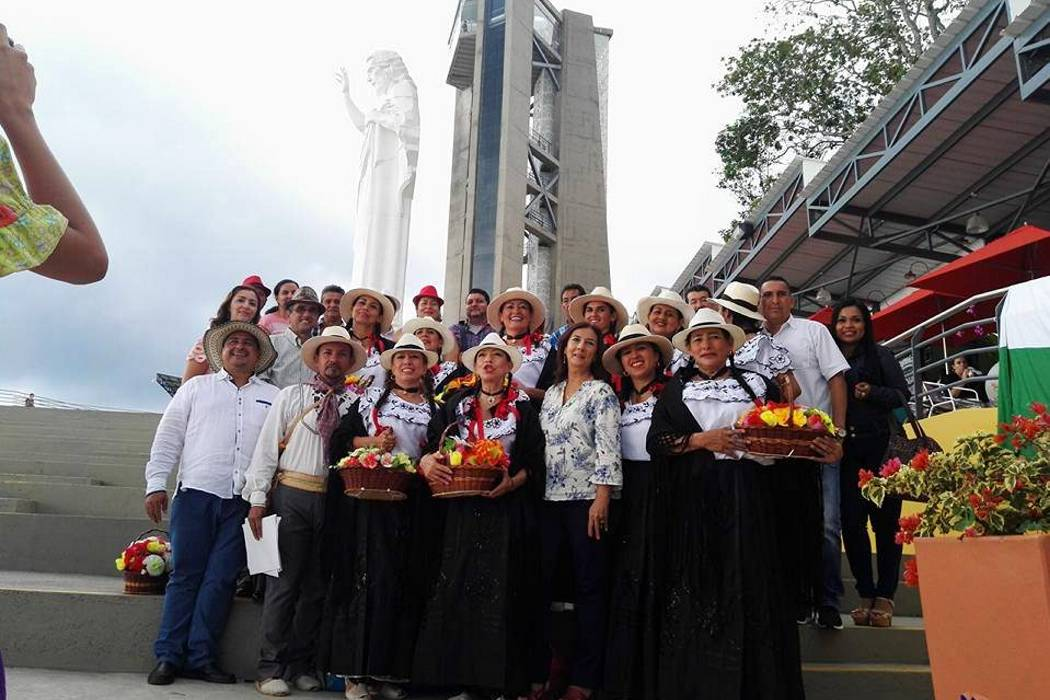 Grupo de danza local se lució en festival folclórico