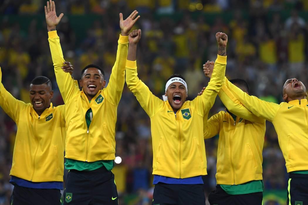 Técnico de Brasil se apoya en campeones olímpicos para partidos con Colombia y Ecuador