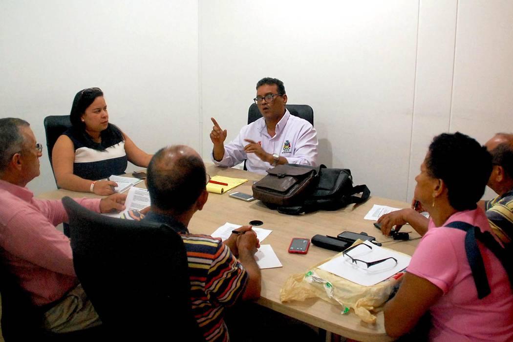 Alcaldía llega a acuerdos con un grupo de taxistas