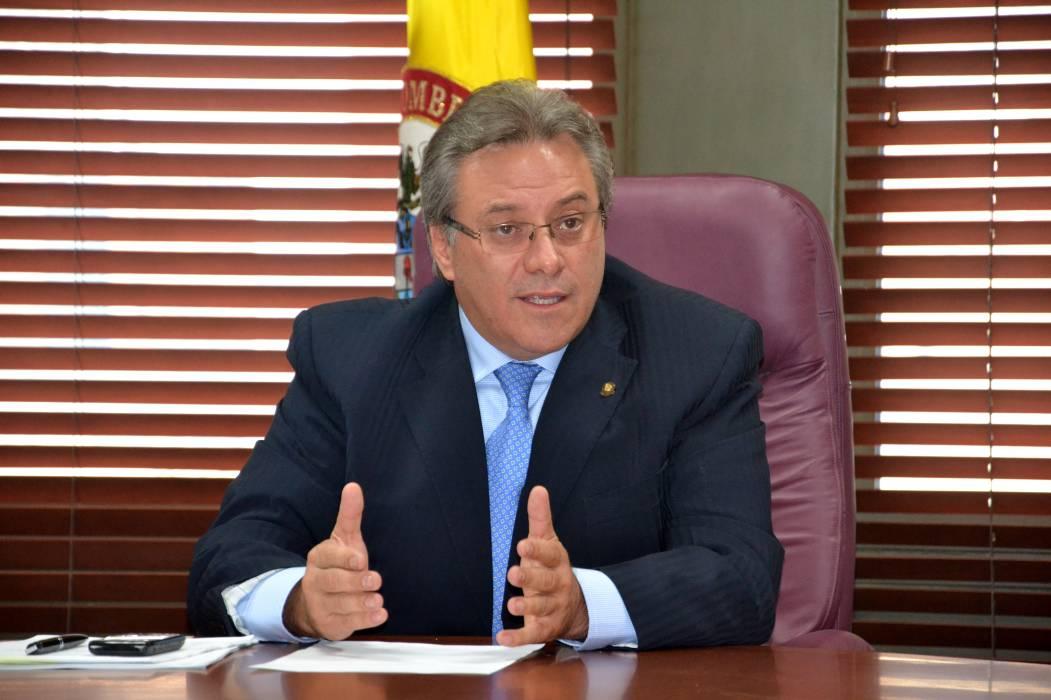 Corte lamenta infracción de tránsito cometida por el magistrado Castro