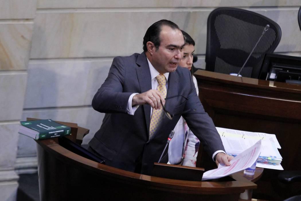 Senado quita fuero a magistrado Pretelt para que lo investigue la Corte Suprema