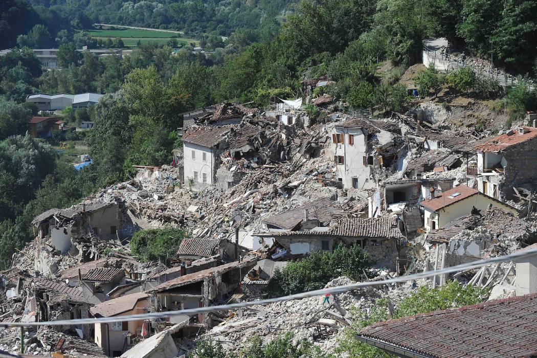 Cifra de muertos tras fuerte sismo en Italia llega a 250 mientras sigue temblando