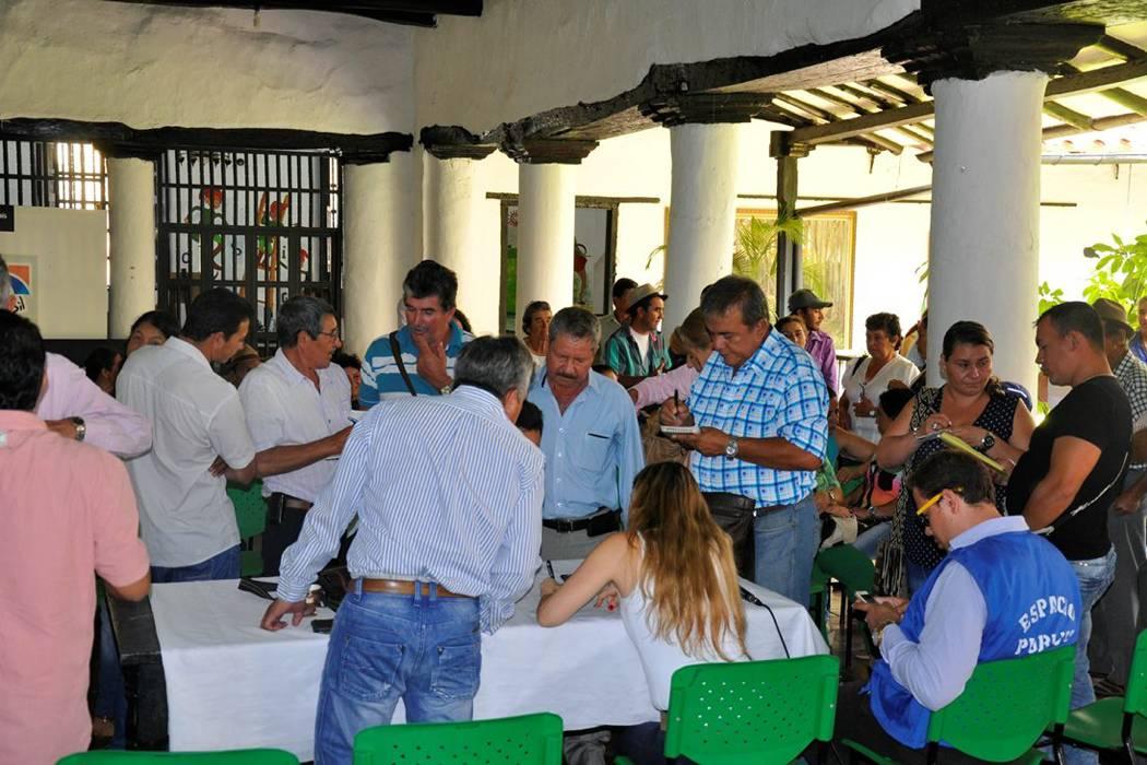 Sortearon espacios para los campesinos dentro de la plaza de San Gil