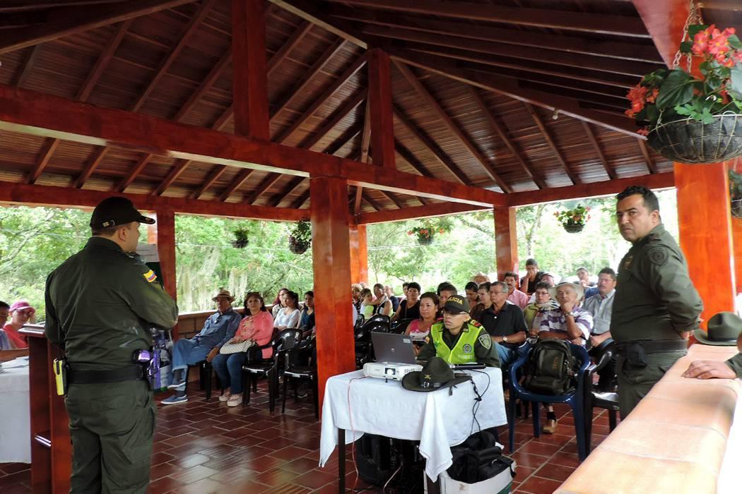 Realizaron consejo comunitario y de seguridad en vereda La Flora