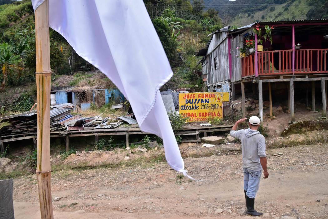 Muerte y esperanza en zona de Colombia donde nacieron y se desarmarán las Farc