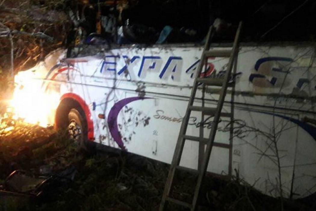 Cuatro muertos y 20 heridos en accidente de bus en la vía a Barranquilla