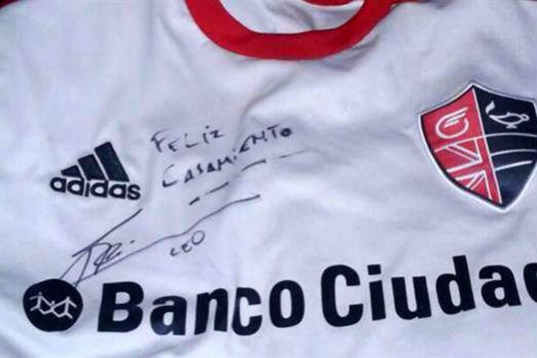 Gracias a autógrafo de Lionel Messi pareja argentina se casará