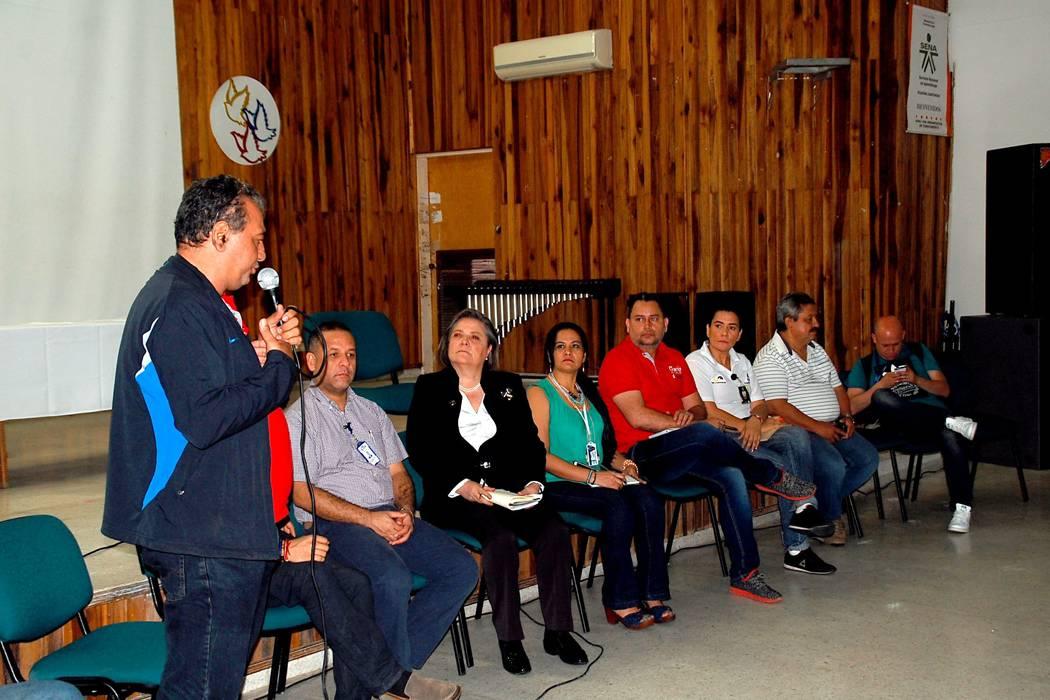 Ministra Clara López atendió a los sindicatos del Puerto