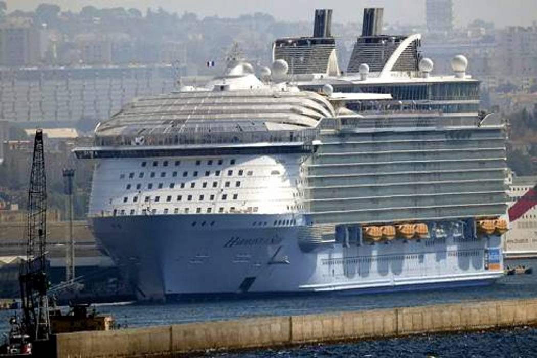 Un muerto y cuatro heridos deja accidente en crucero