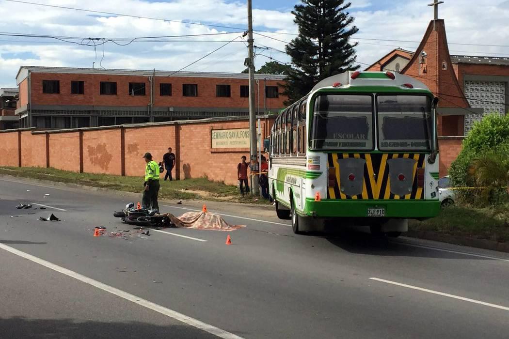 Investigan causas de accidente de motociclista muerto en Piedecuesta