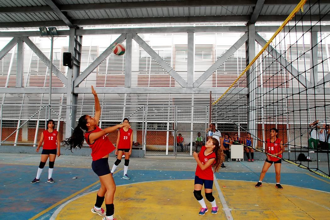 Infantiles y Menores atacaron en el encuentro regional de voleibol