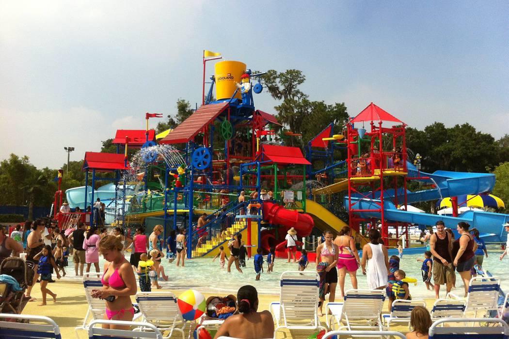 Evacúan un parque de diversiones en Florida por una amenaza de bomba