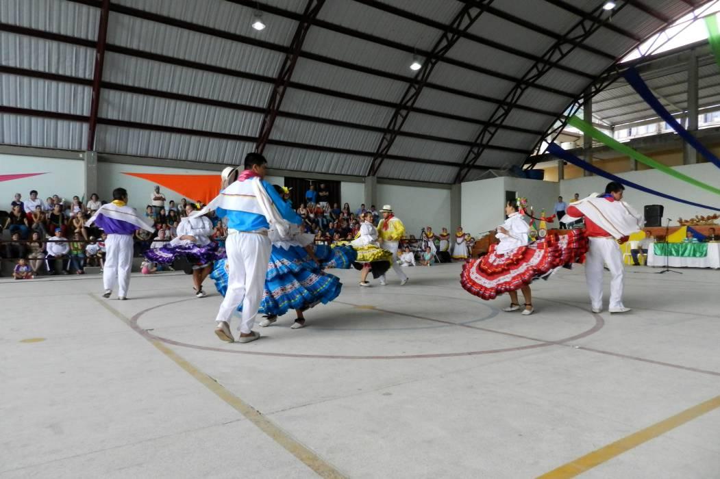 Dieron inicio al  festival folclórico y deportivo