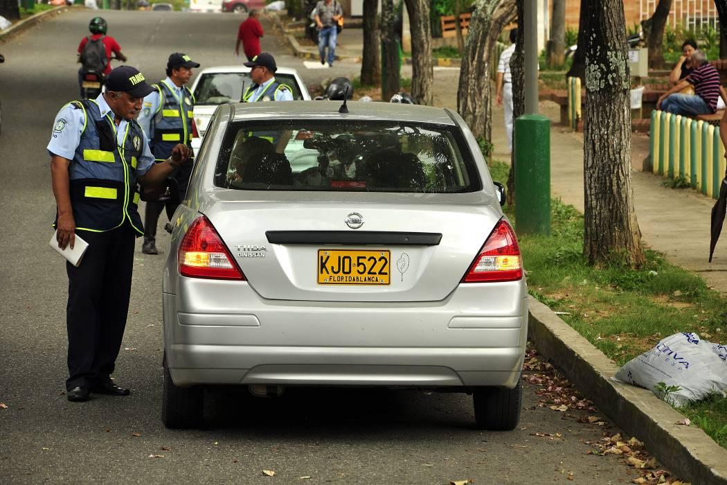 Si matricula su carro en la ciudad, queda libre del Pico  y Placa por 6 meses