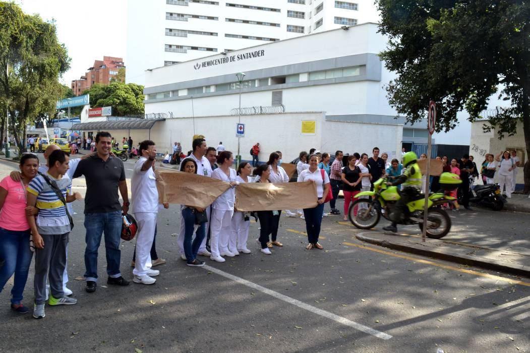 En Bucaramanga, a más de 900 empleados del Hospital Universitario les deben sus honorarios