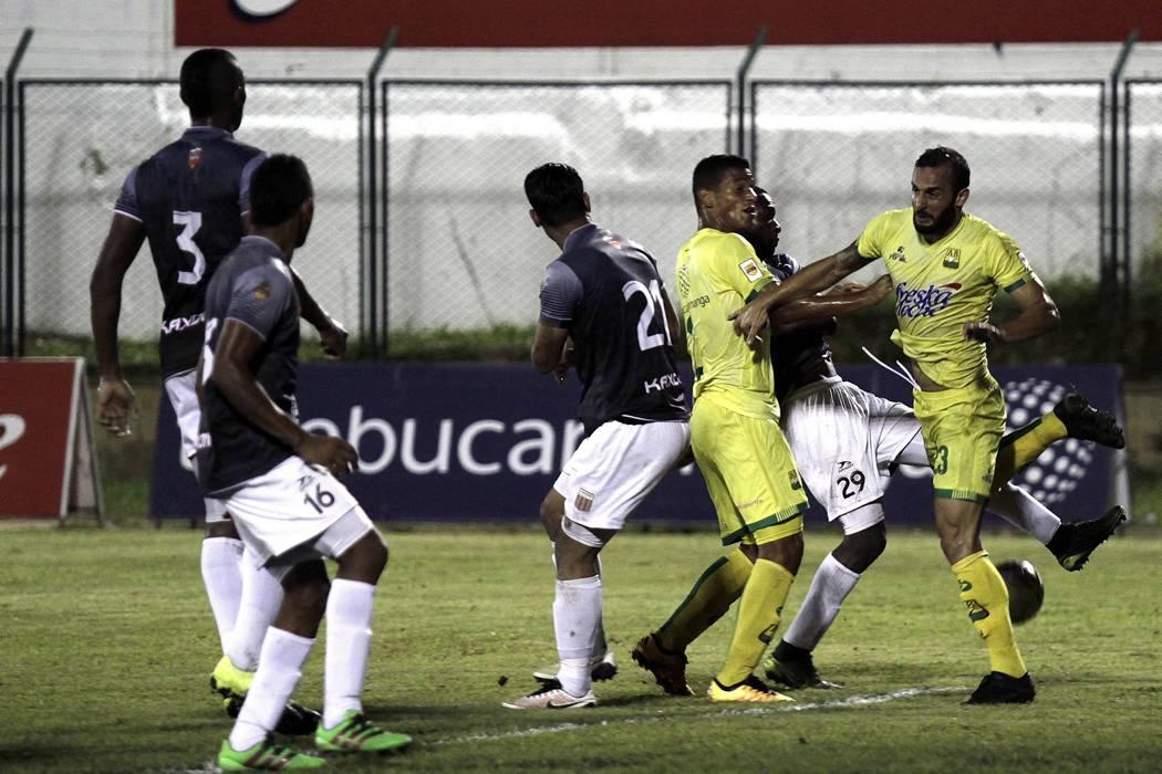 Atlético Bucaramanga empató y quedó a un punto del líder Nacional
