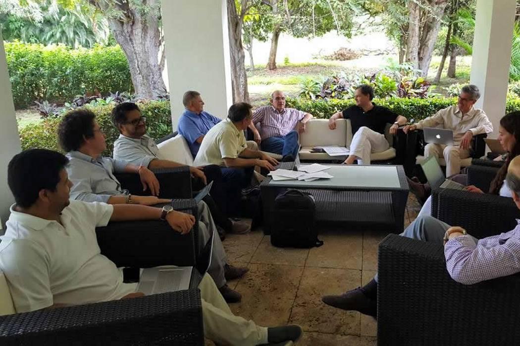 Otros tres negociadores viajaron este domingo a La Habana