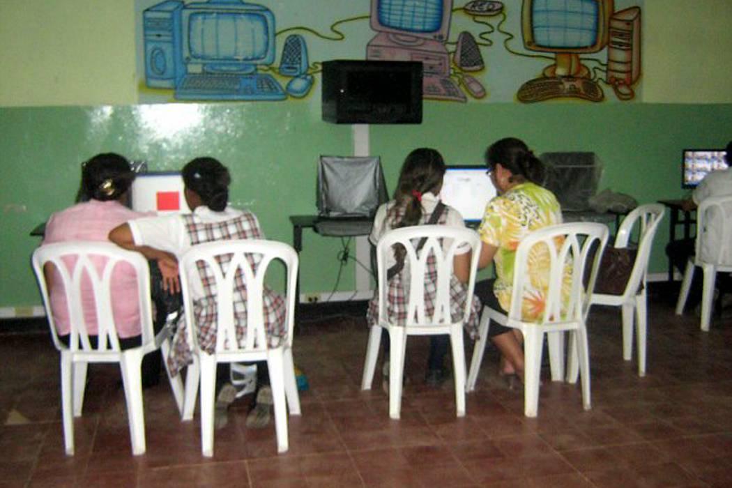 Cuba anuncia plan piloto de internet en los hogares