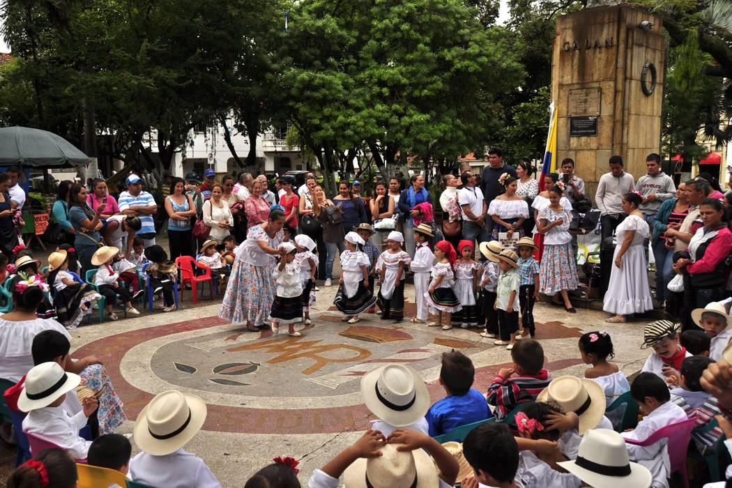 Semana cultural del Colegio Comfenalco en el Socorro acaparó la atención de padres de familia y ciudadanos