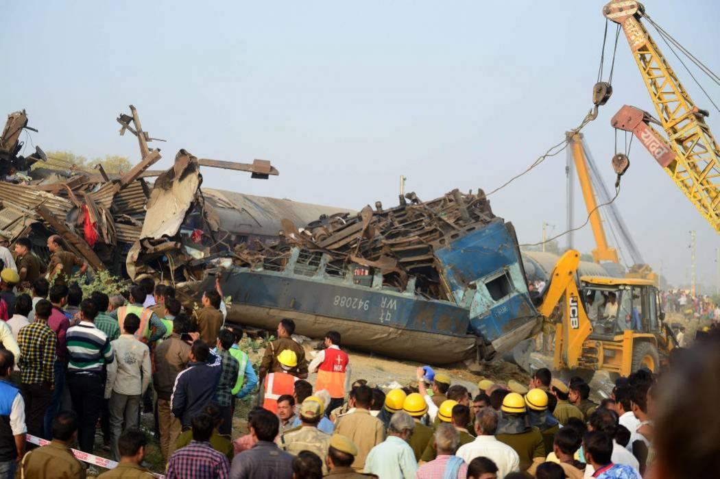 Accidente de tren en la India deja 108 muertos