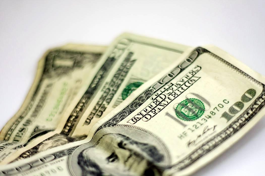 Dólar sigue su escalada; subió más de 48 pesos