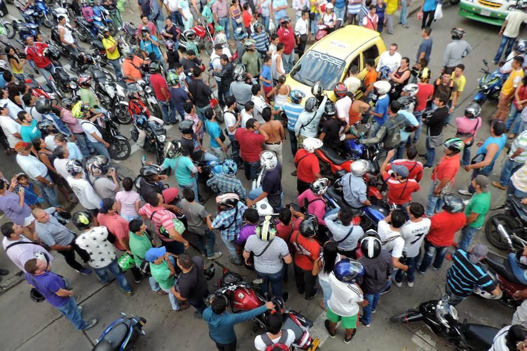 Gran caos causó protesta de motociclistas en San Gil