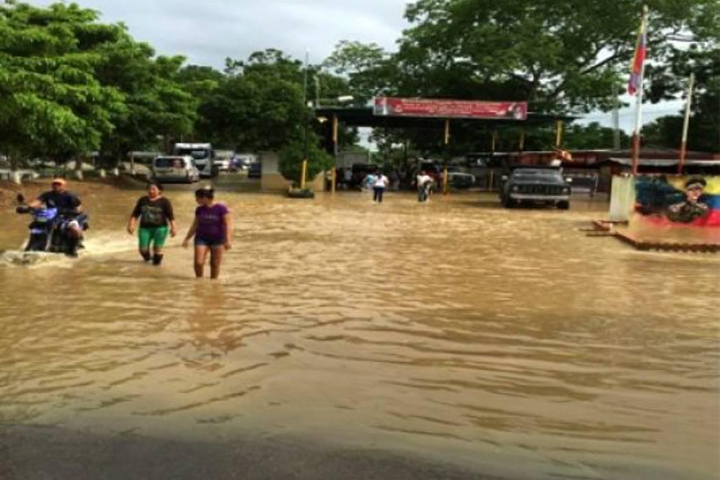 Cientos de familias afectadas por inundaciones en Venezuela