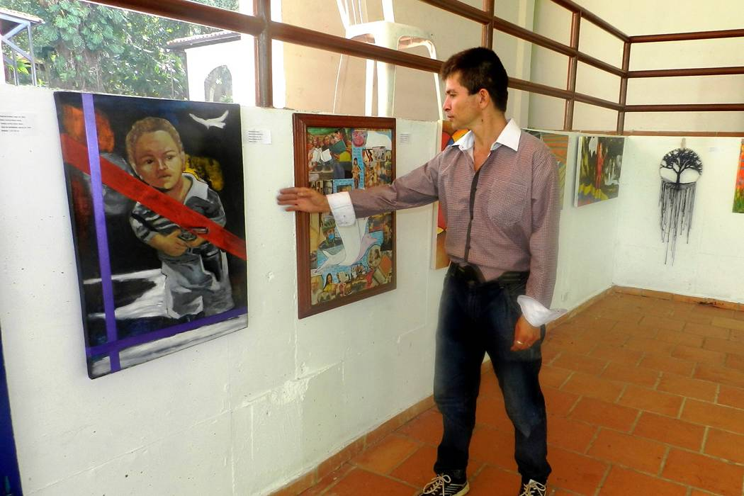 Talento local muestra sus versiones del proceso de paz con arte plástico