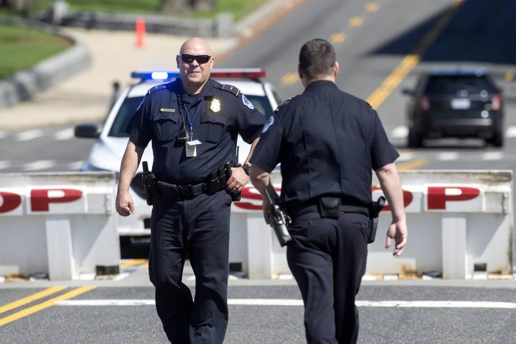 Un policía muerto y otro herido en un tiroteo cerca de un campus en EEUU