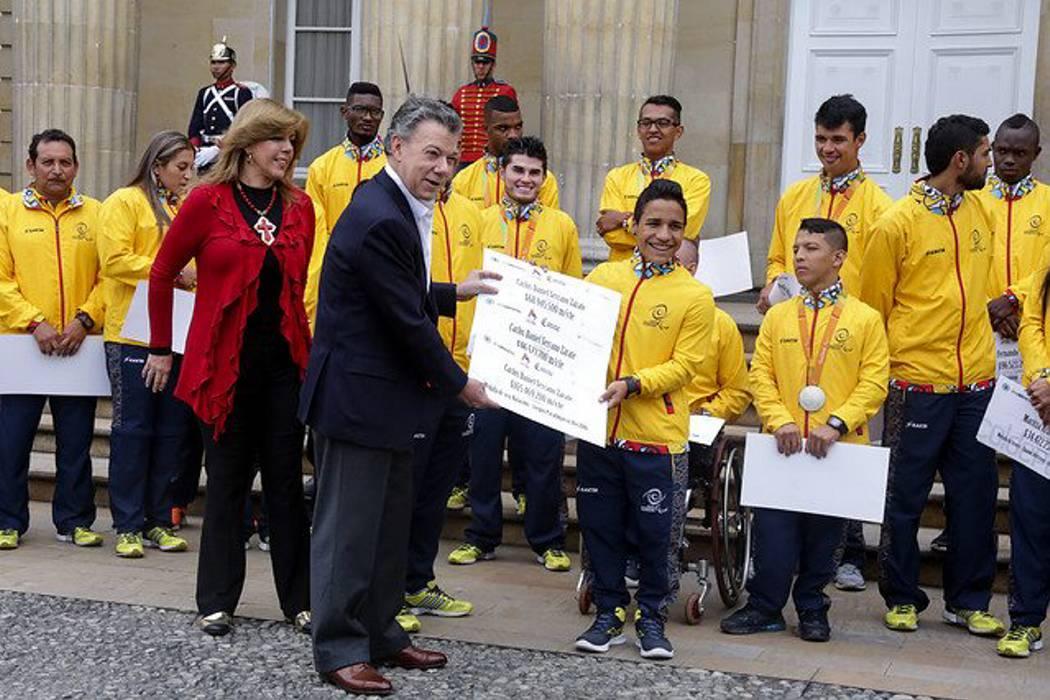 Carros y cheques para los medallistas paralímpicos santandereanos