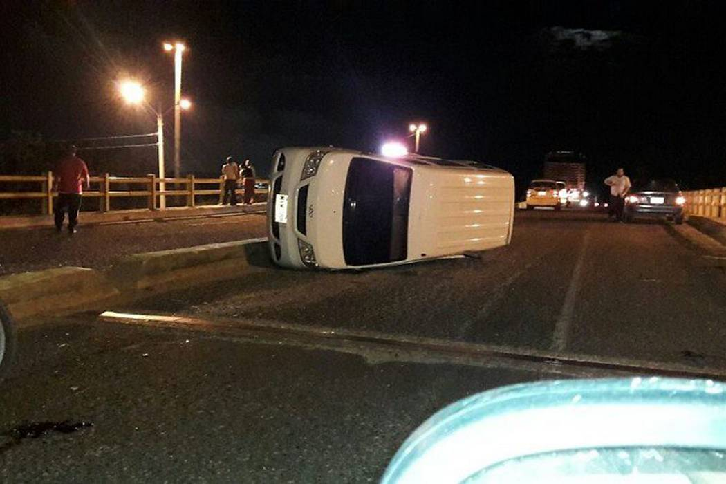 Bus de Copetrán que viajaba de la Guajira a Cartagena se accidentó en Atlántico